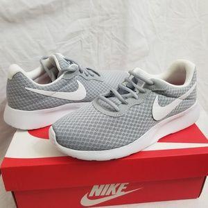 Nike Tanjun women's 6.5